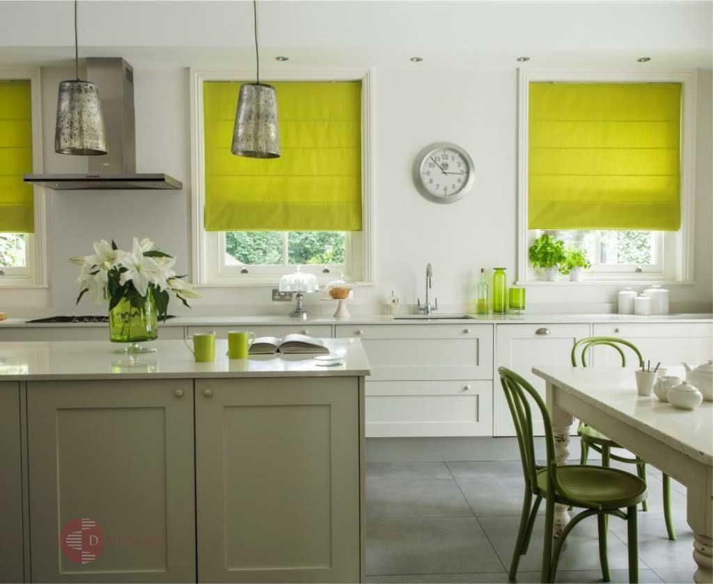 римски щори в кухнята